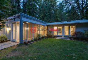 居外网在售美国3卧2卫最近整修过的房产总占地1981平方米USD 749,950