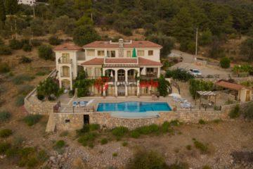居外网在售土耳其9卧10卫特别设计建筑的房产总占地9520平方米GBP 950,000